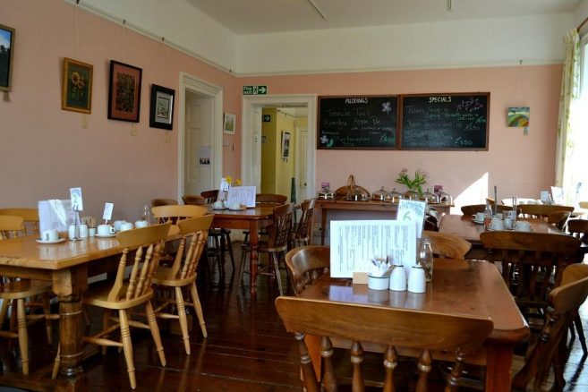 Garden Walk Dining: The Garden House And Accessible Walk In Yelverton, Devon