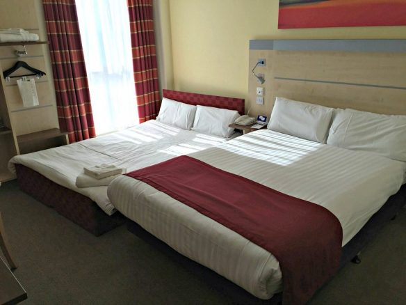 Holiday Inn Express Bedroom in Hull City Centre