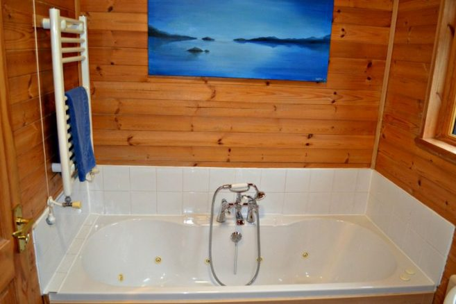 Log Cabin with Whirlpool Bath