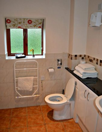 Family Bathroom in Elm Cottage